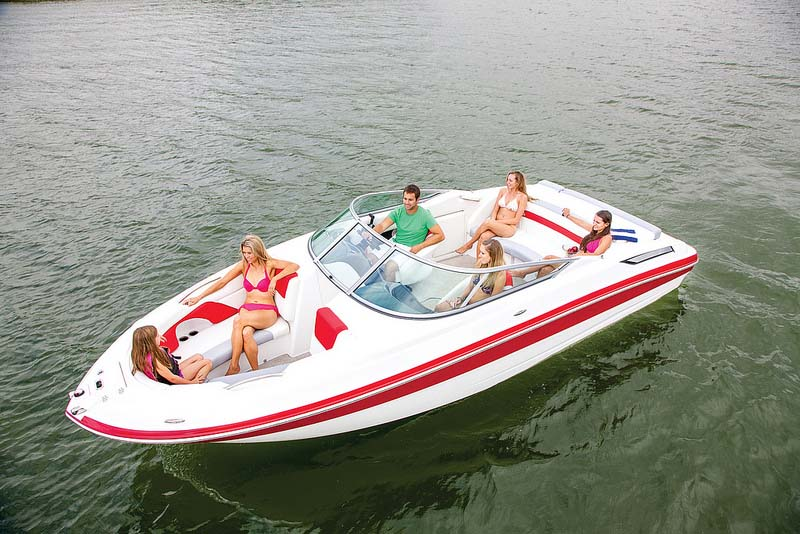 Deck boat vs bowrider discover boating for Bowrider boats with outboard motors